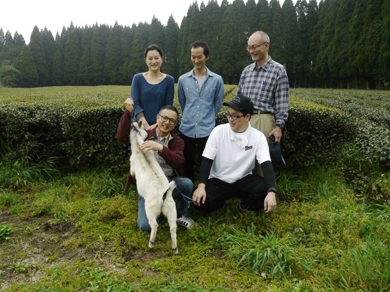 MARIMO_Kirishima Familienfoto mit Ziege