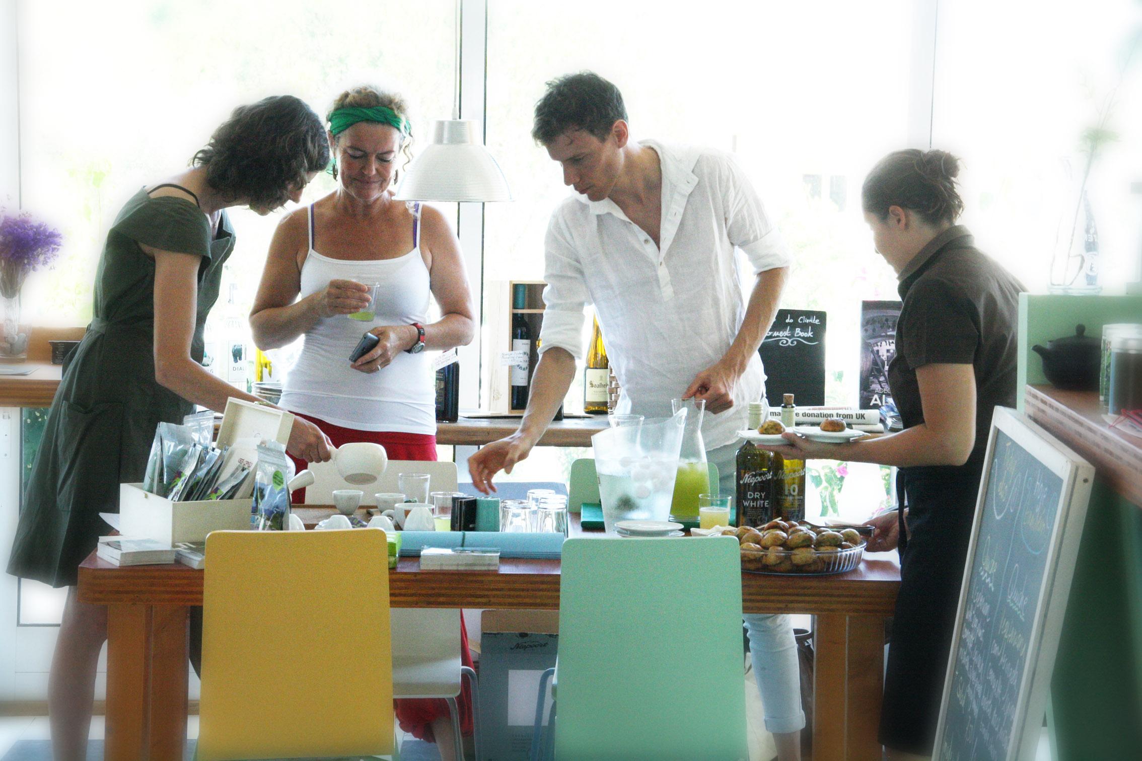 Tobias mit Nina und Kunden im Earth beim Mizudashi Event