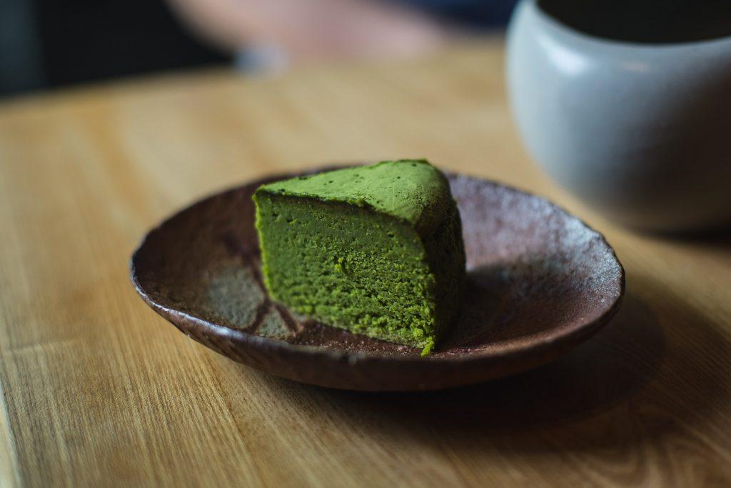 Grüntee-Kuchen, hergestellt mit Pulvertee von Sakura-No En