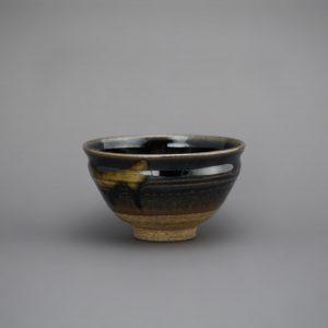 Temmoku Matchaschale mit Ko-Seto-Glasur [Ko-Seto Tenmoku chawan] von KATO Juunidai [KATO Hiroshige], der 12. Generation der Keramikerfamilie KATO