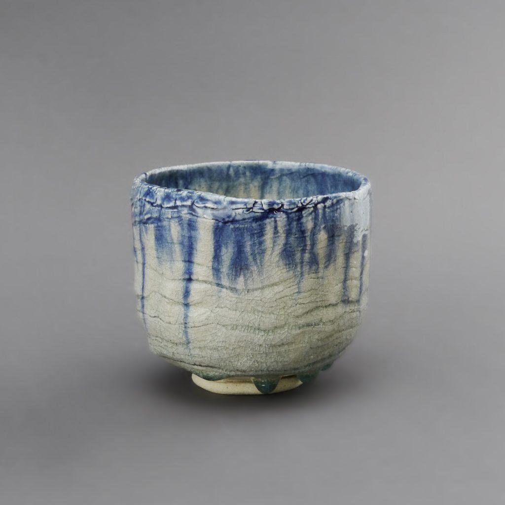 Matchaschale [chawan] im Ofuke-Stil, hohe Form [kousou] angefertigt von KATO Juunidai im Jahr 2019 – Serie von 25 Exemplaren