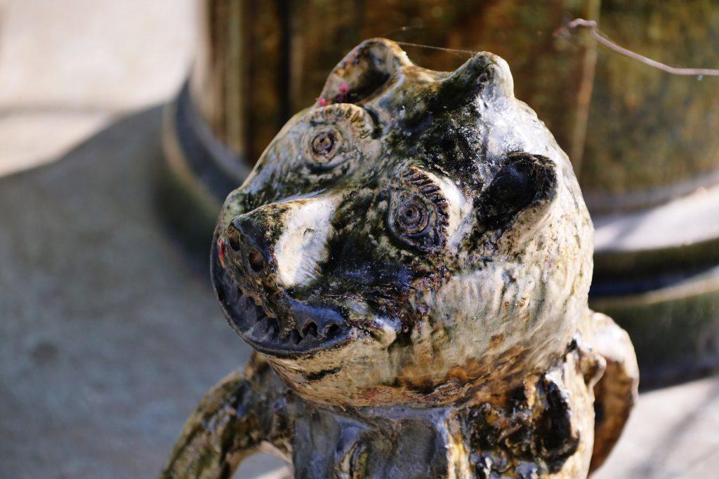Komainu (Löwenhunde zur Abwehr von bösen Geistern bei buddhistischen Tempeln oder Shinto-Schreinen) gefertigt von KATO Juudai