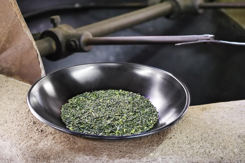 Testproduktion Kamairicha Shincha vom wohl schmalsten Teegarten Japans