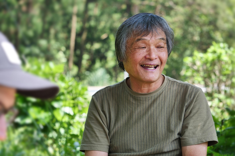 Mankichi Watanabe in seinem Teegarten auf der Insel Yakushima